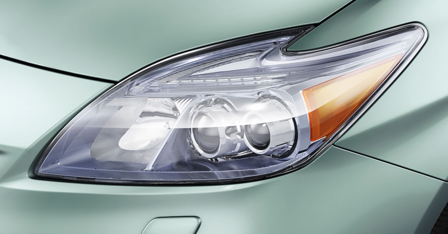 prius-plug-in-headlight_close